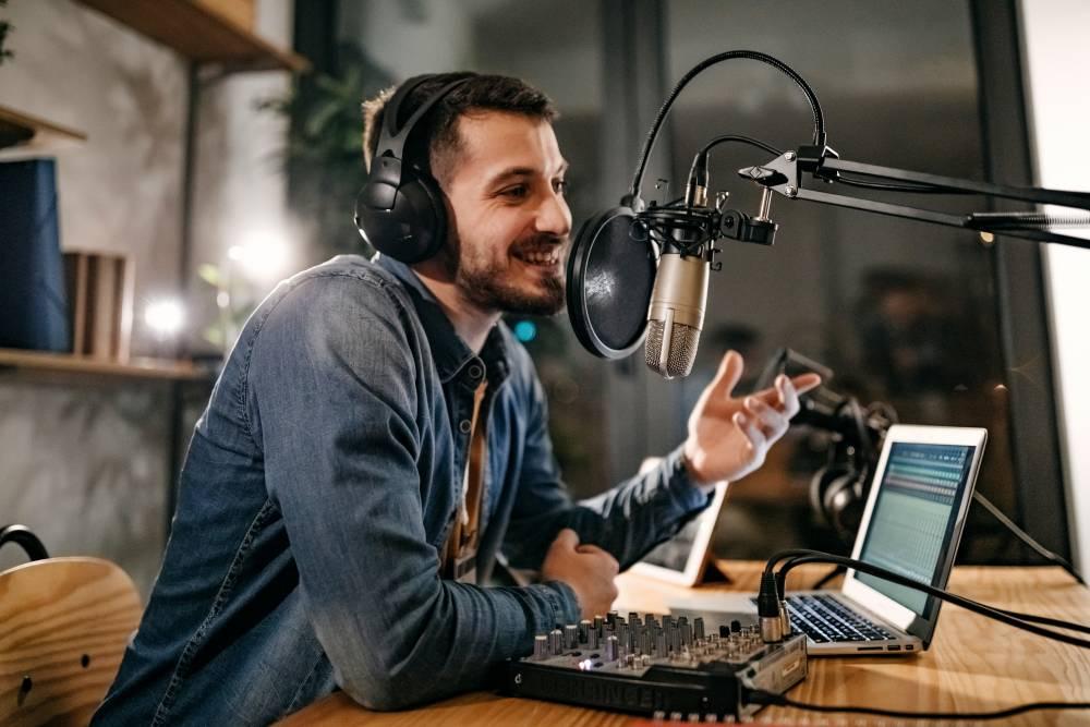 Podcast Nedir, Nereden Başlayabilirsiniz?
